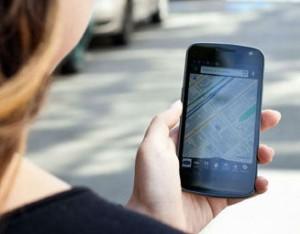 GPS-Tracker mit Karte auf Smartphone.